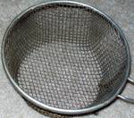 nuts-med-strainer