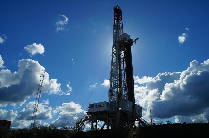 oil rig pixabay