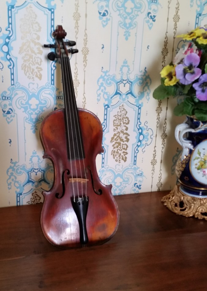 Violin at Bryan House in Kentucky