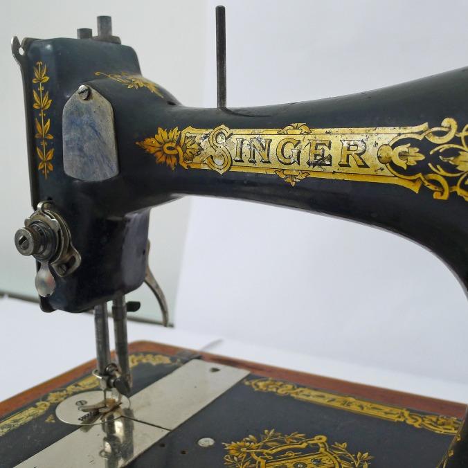 singer sewing machine pixabay