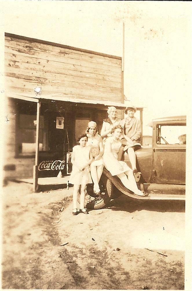 Scott Store, Velva Ruth, viola, LaVerne Redlinger & cousins