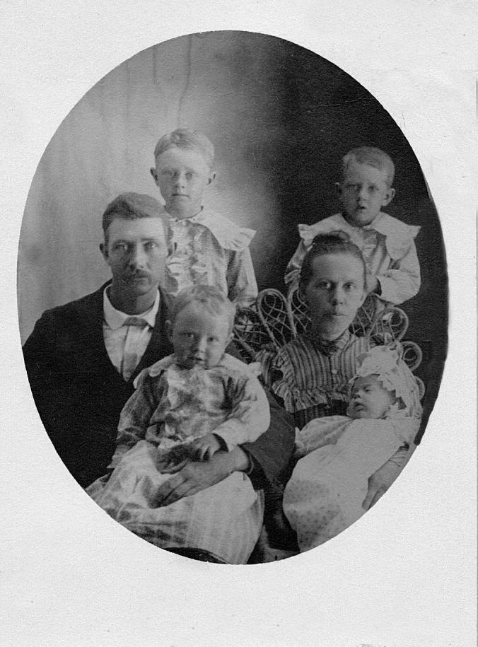 Sam Matilda 1903 Clarence 7 Jesse 5 Roy 2 Bertha baby_roxio