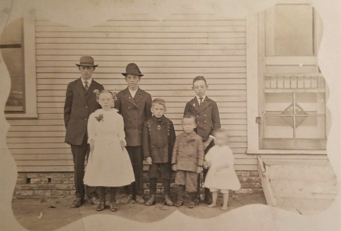 1911 Clarence McGhee and siblings